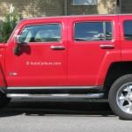 Rencontre inattendue d'un Hummer H3 rouge