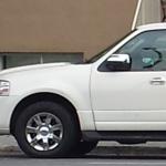 Rencontres inattendues: un Lincoln Navigator converti en longue limousine