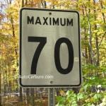 Panneau sur route: maximum 70