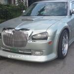Rencontre inattendue: Un Chrysler 300 aux airs d'une Bentley