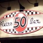 Rencontre inattendue dans le stationnement du Rétro 50 Bar à Rimouski