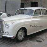 Rencontre inattendue de nouveaux mariés en Rolls Royce