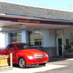 Rencontre inattendue d'un Chevrolet SSR mal garé