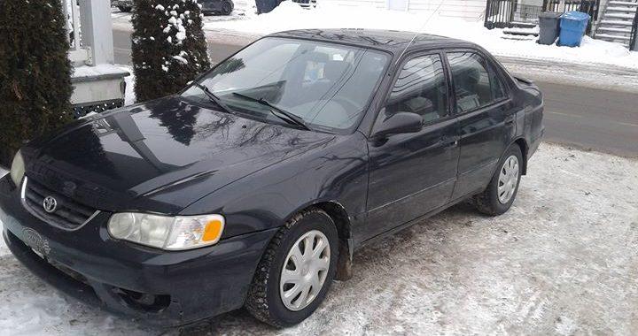 2002 Toyota Corolla et autres automobiles pour moins de 1000$