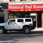 Rencontre inattendue d'un Hummer en face de Montreal Pool Room