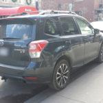 Un Subaru Forester qui aime les bordures de trottoir