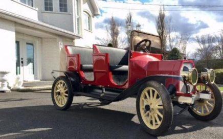 voiturette de golf aux allures d'une Ford Model T