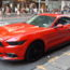 Mustang bien seule sur Times Square