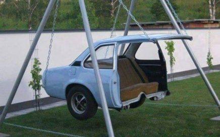 Balançoire fabriqué avec l'aarière d'une automobile